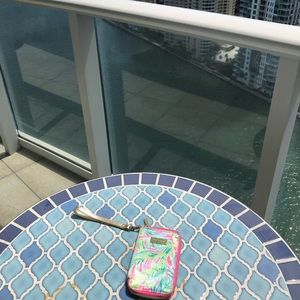 Lilly Pulitzer Carded iPhone 6/7/8 Wristlet